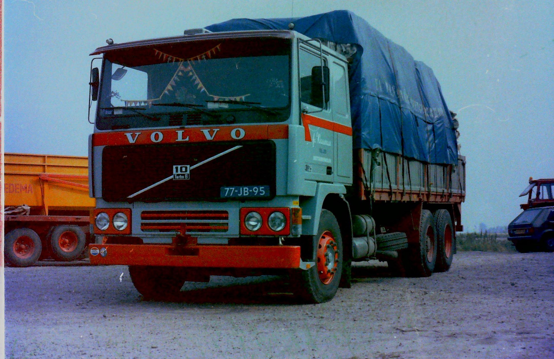 2-vrachtautos-van-Wassenaar-in-Beetgumermolen-gemaakt-voor-de-oude-loods-in-Beetgumermolen--fotos-door-mij-gemaakt-Lolle-7