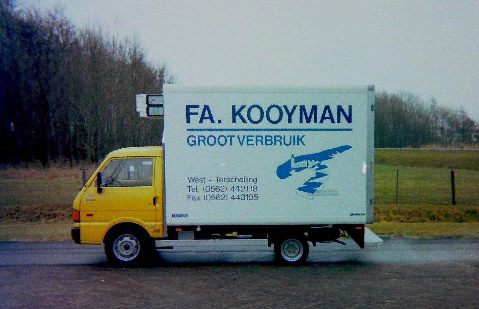 Auto-van-FA-Kooyman-van-West-Terschelling-gebouwd-door-Rondaan-Carrosserie-en-Wagenbouw-2