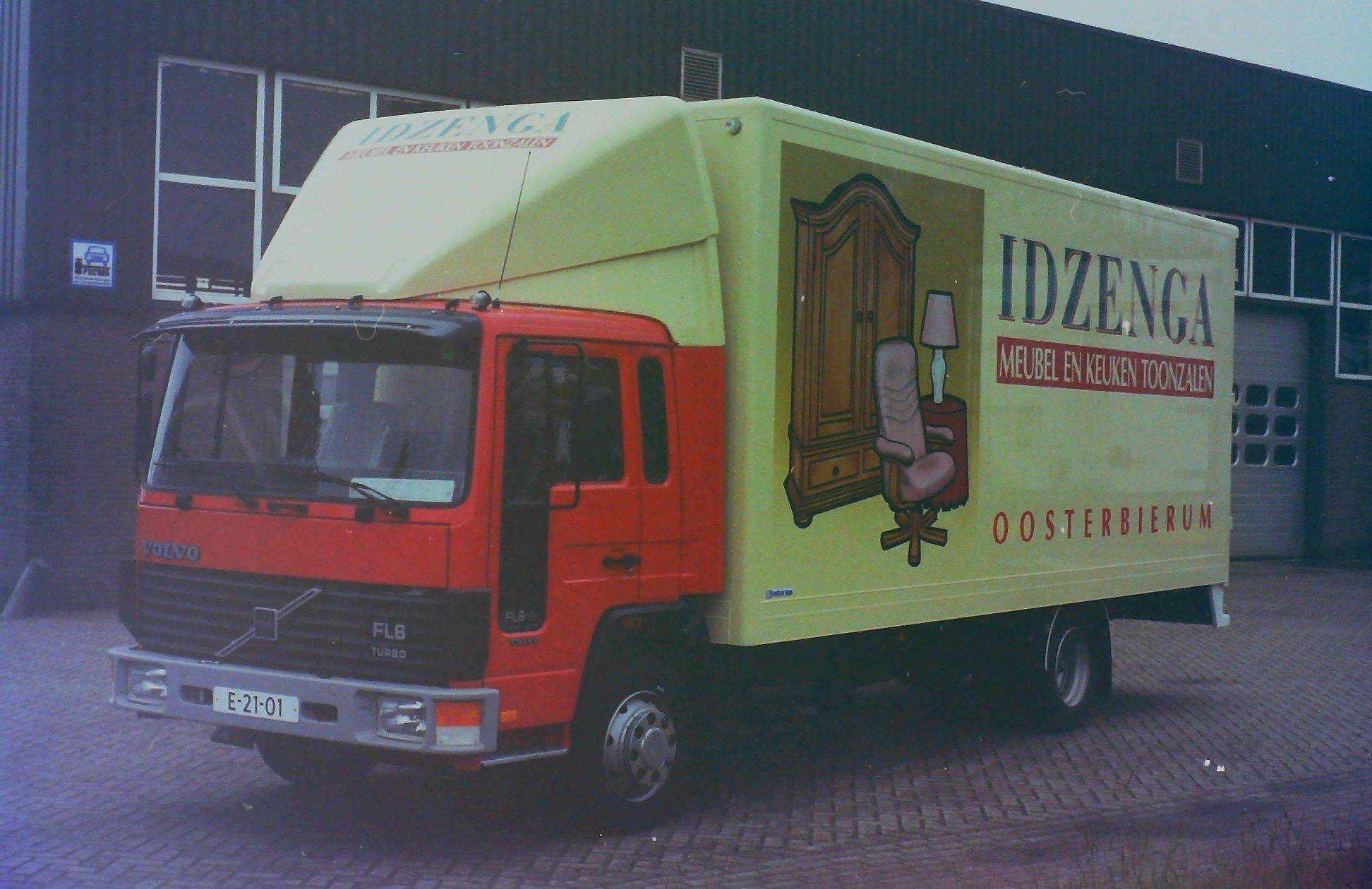 Deze-auto-is-opgebouwd-voor-Meubelzaak-IDZENGA-uit-Oosterbierum-door-Rondaan-1