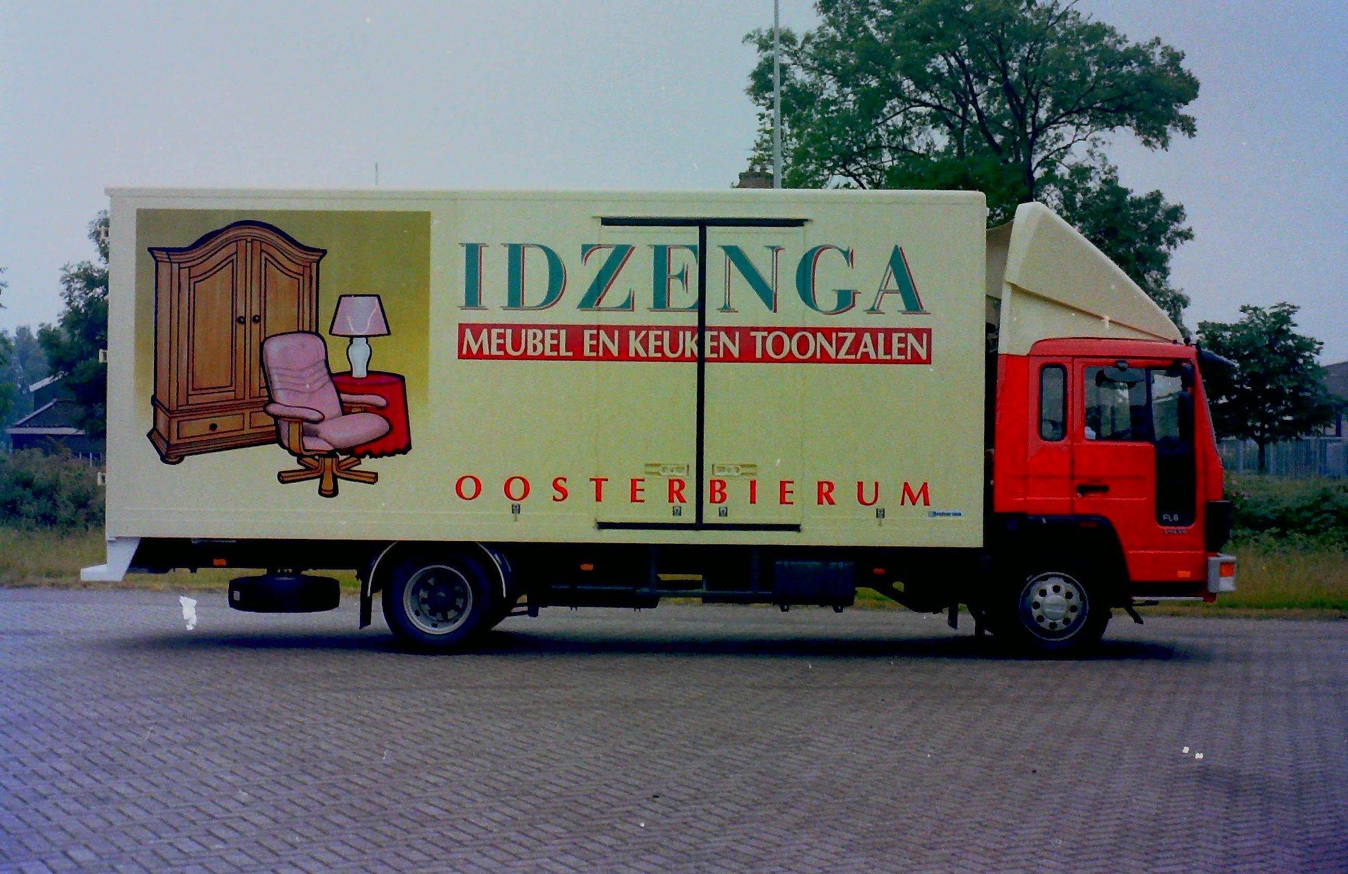 Deze-auto-is-opgebouwd-voor-Meubelzaak-IDZENGA-uit-Oosterbierum-door-Rondaan-2