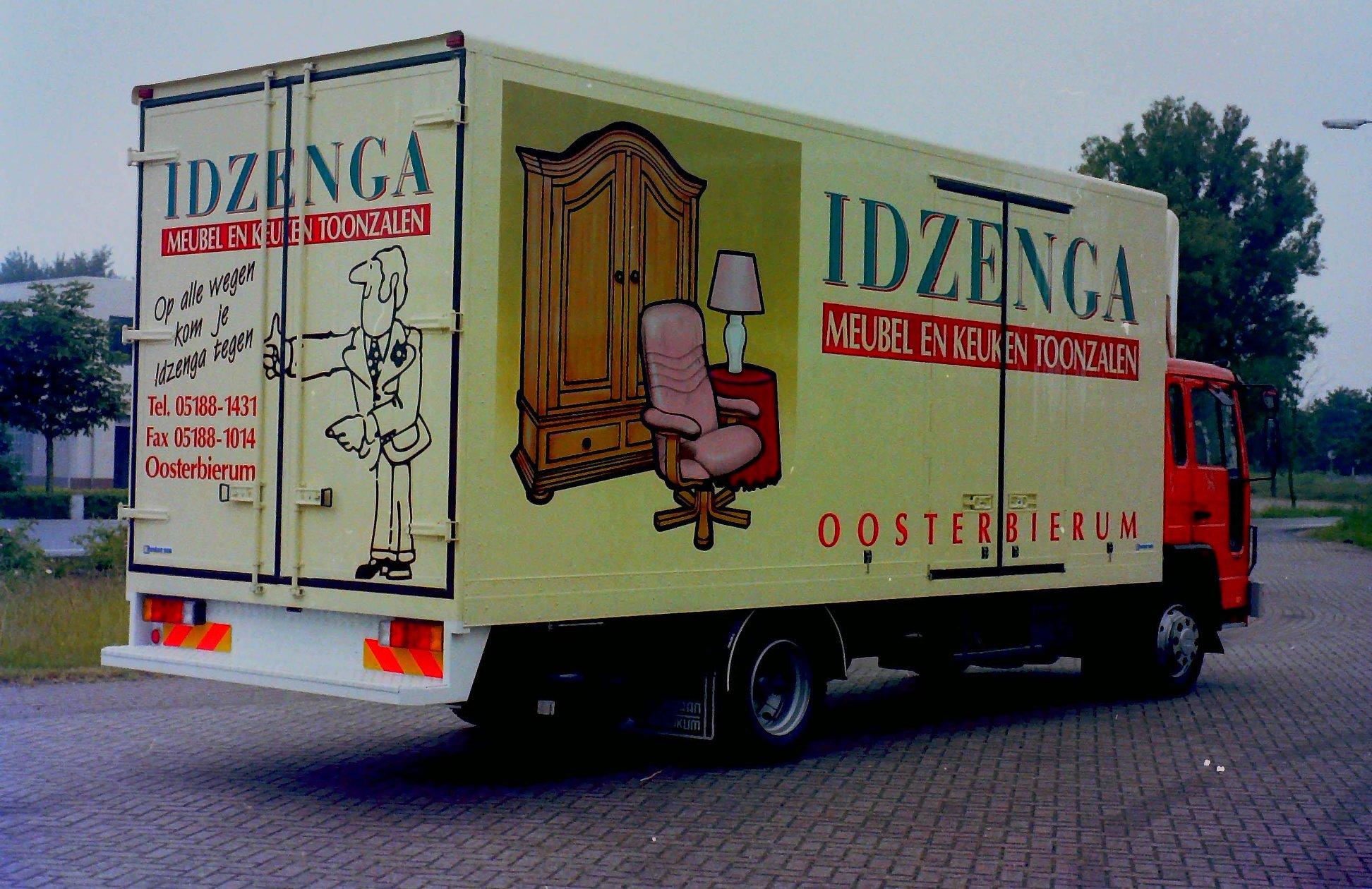 Deze-auto-is-opgebouwd-voor-Meubelzaak-IDZENGA-uit-Oosterbierum-door-Rondaan-3
