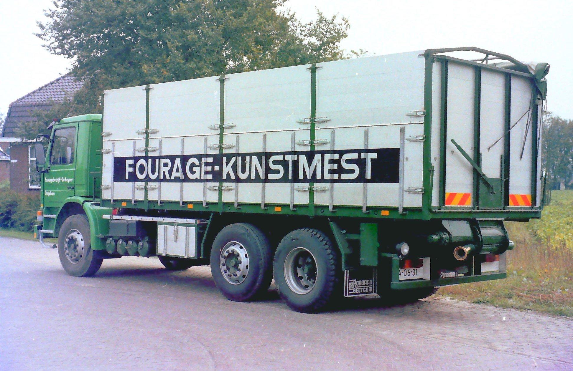 Deze-bulkauto-is-gebouwd-door-Rondaan-voor-Fouragebedrijf-De-Leyen-uit-Drogeham-rijdend-voor-Koopmans--2