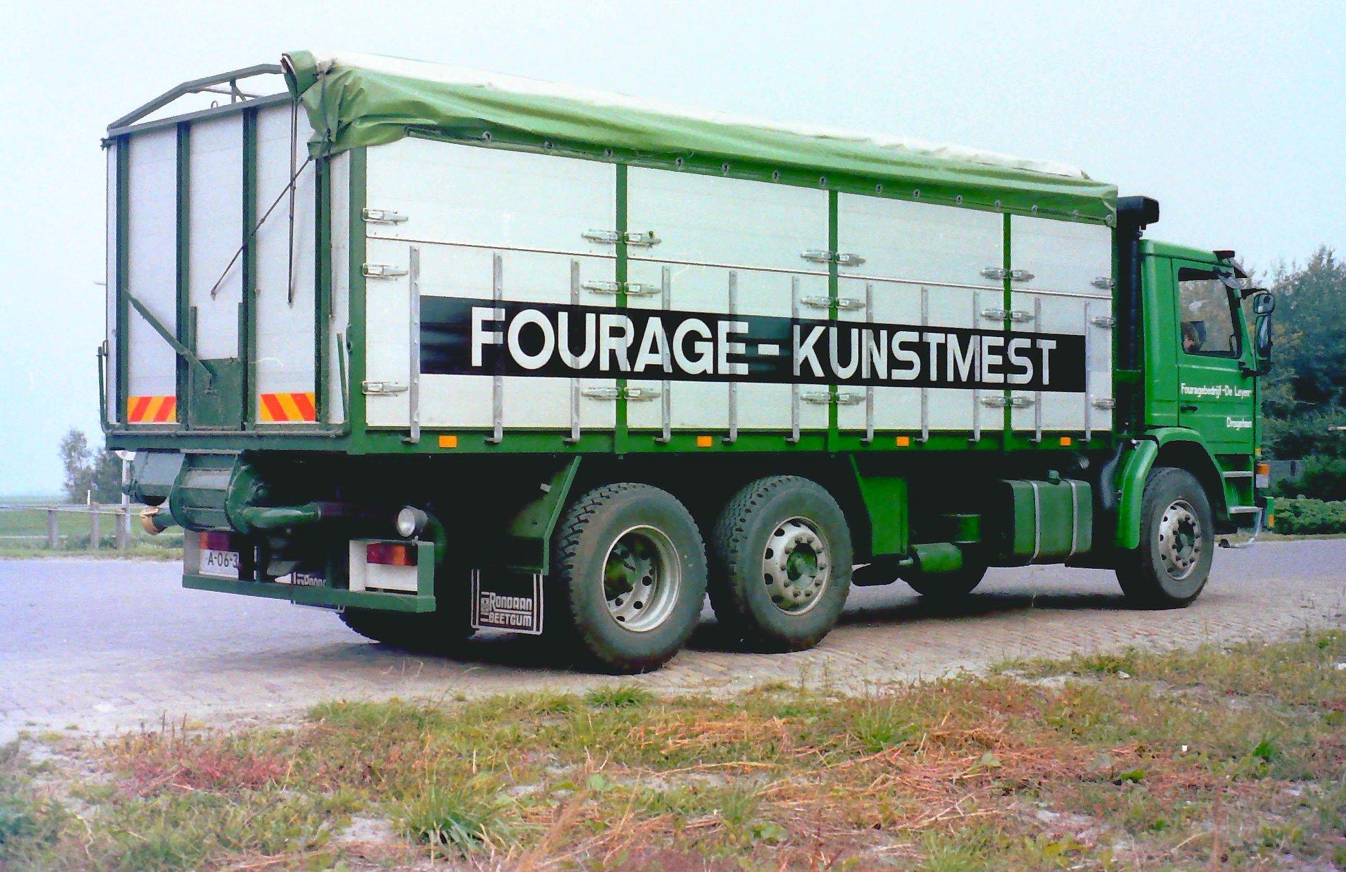 Deze-bulkauto-is-gebouwd-door-Rondaan-voor-Fouragebedrijf-De-Leyen-uit-Drogeham-rijdend-voor-Koopmans--3