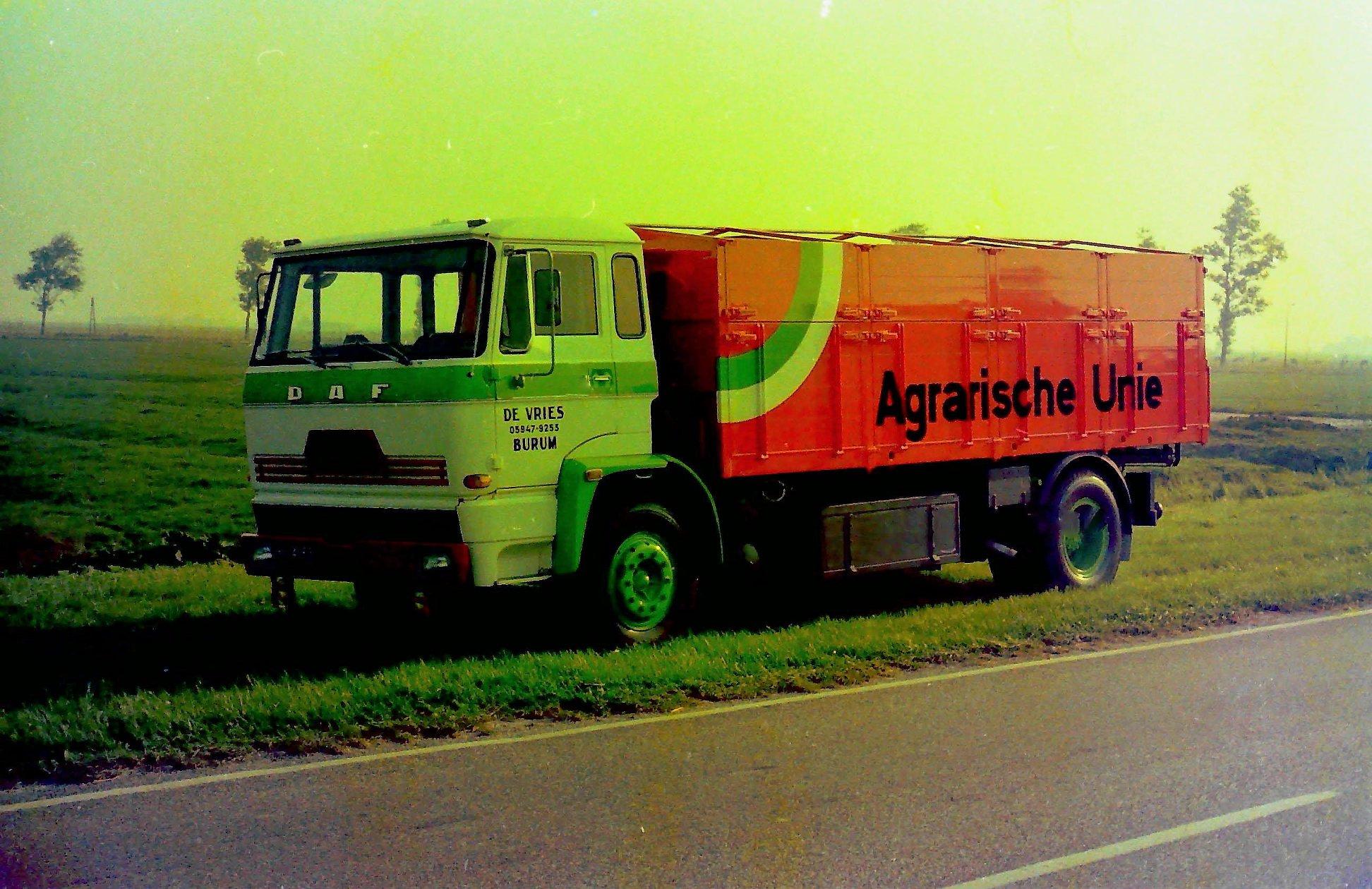 Bulkauto-gebouwd-door-Rondaan-voor-De-Vries-uit-Burum-rijdend-voor-de-Agrarische-Unie-1