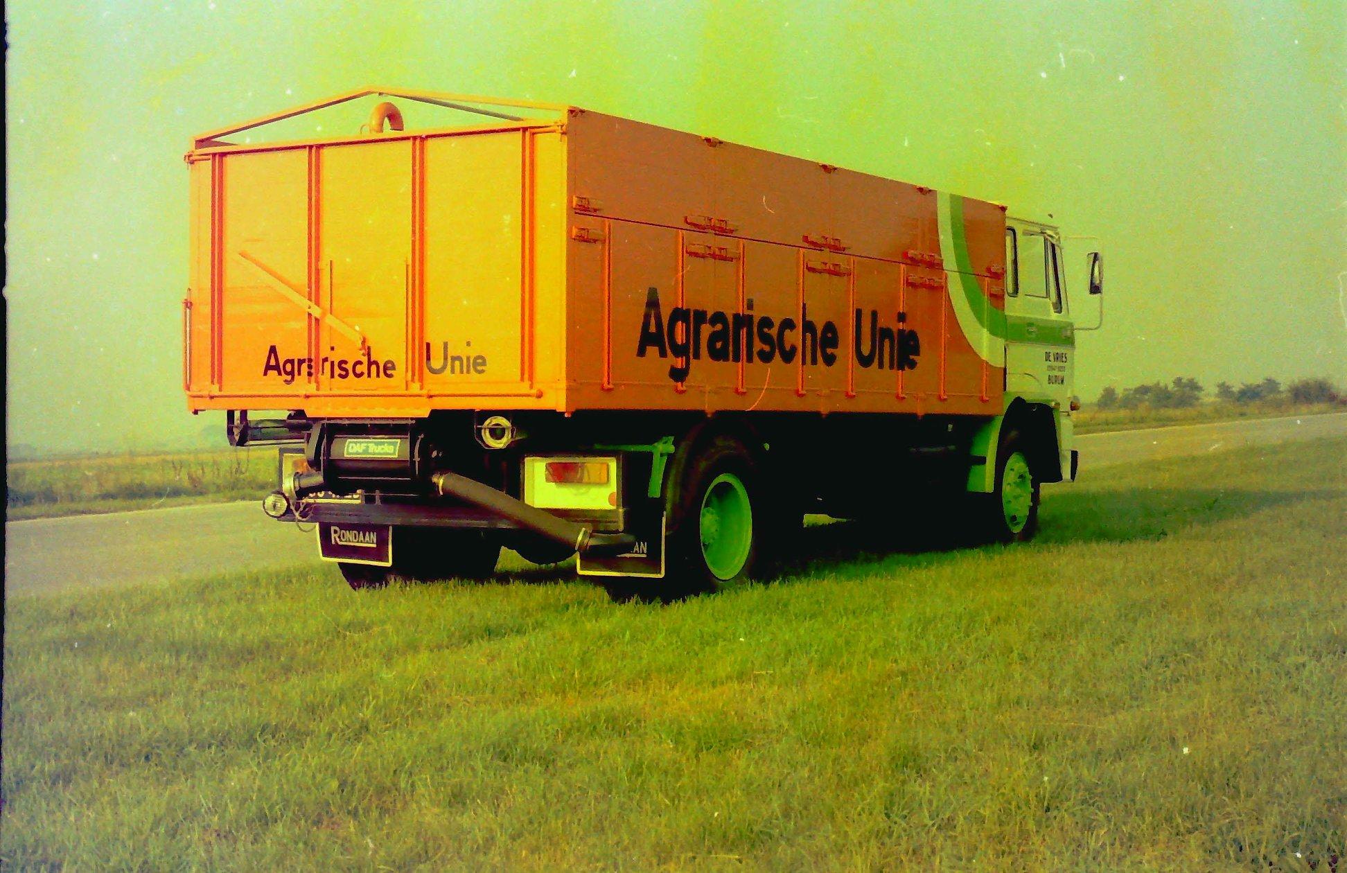 Bulkauto-gebouwd-door-Rondaan-voor-De-Vries-uit-Burum-rijdend-voor-de-Agrarische-Unie-2