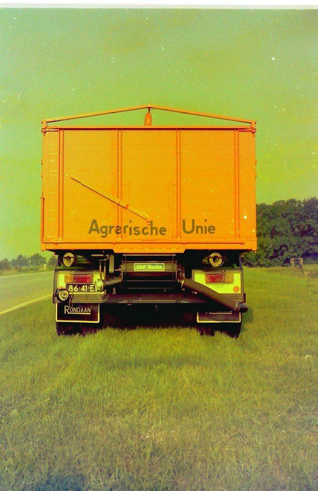 Bulkauto-gebouwd-door-Rondaan-voor-De-Vries-uit-Burum-rijdend-voor-de-Agrarische-Unie-3