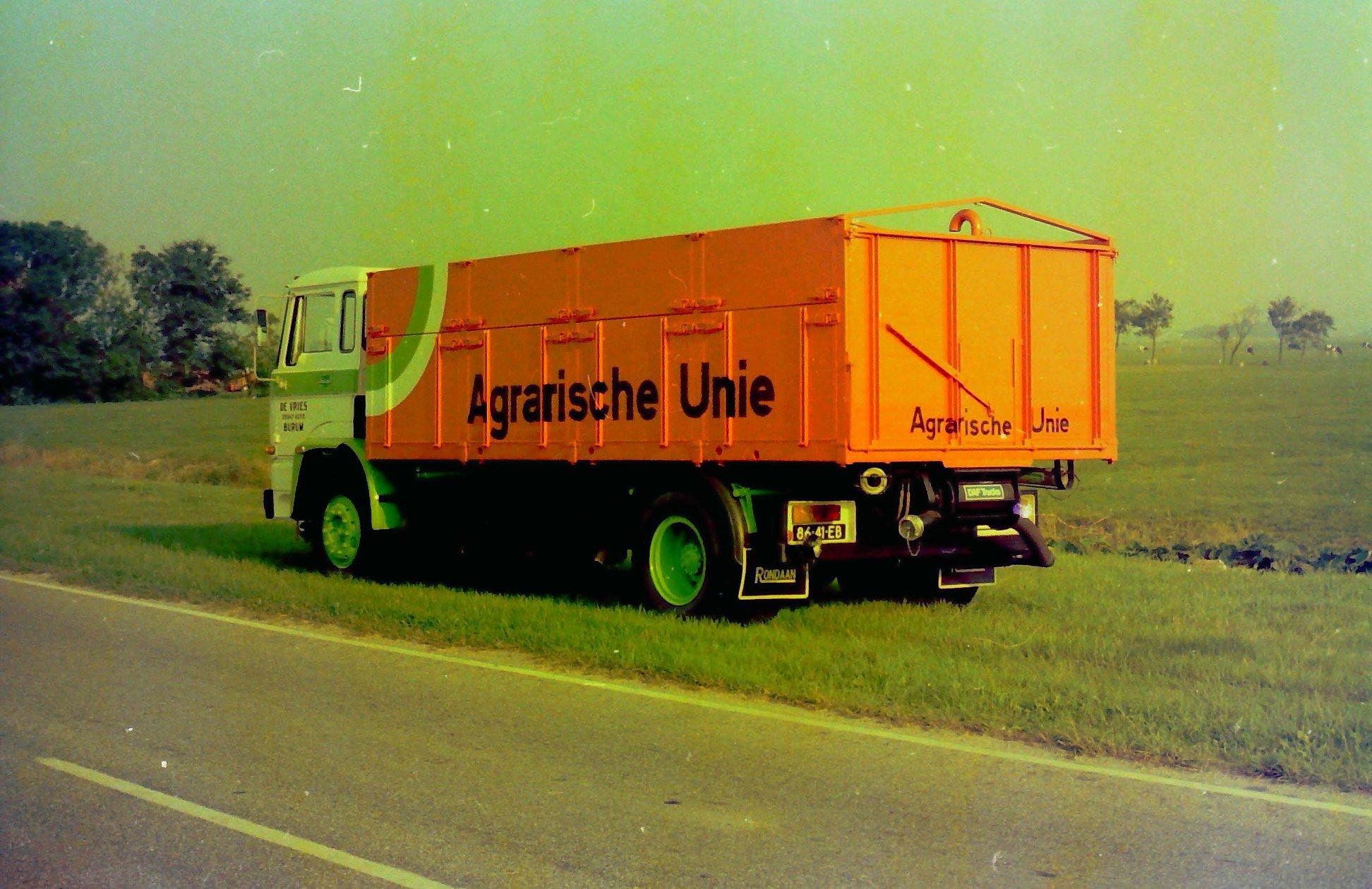 Bulkauto-gebouwd-door-Rondaan-voor-De-Vries-uit-Burum-rijdend-voor-de-Agrarische-Unie-4