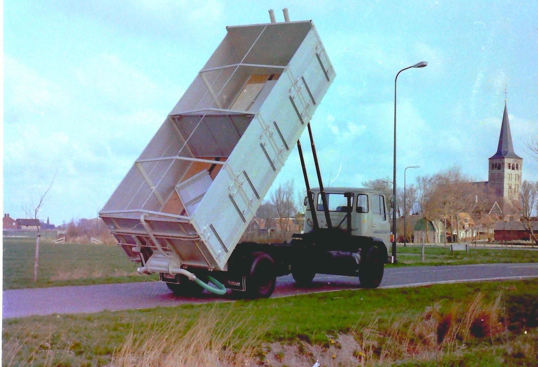 Deze-bulkauto-is-gebouwd-door-Rondaan-2