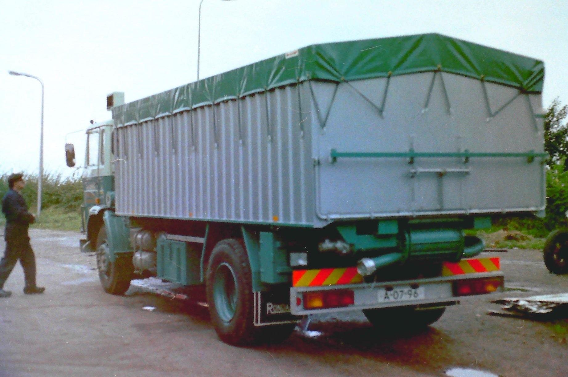 Deze-bulkauto-is-gebouwd-door-Rondaan-voor-JanTinga-2