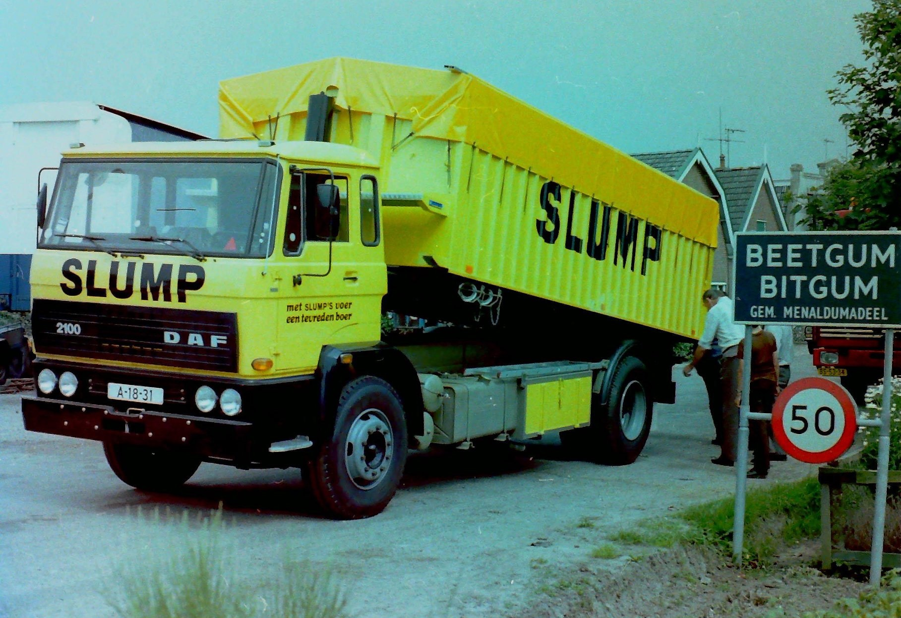 Deze-bulkauto-is-gebouwd-door-Rondaan-voor-veevoederfabriek-Slump-in-Stroobos-1