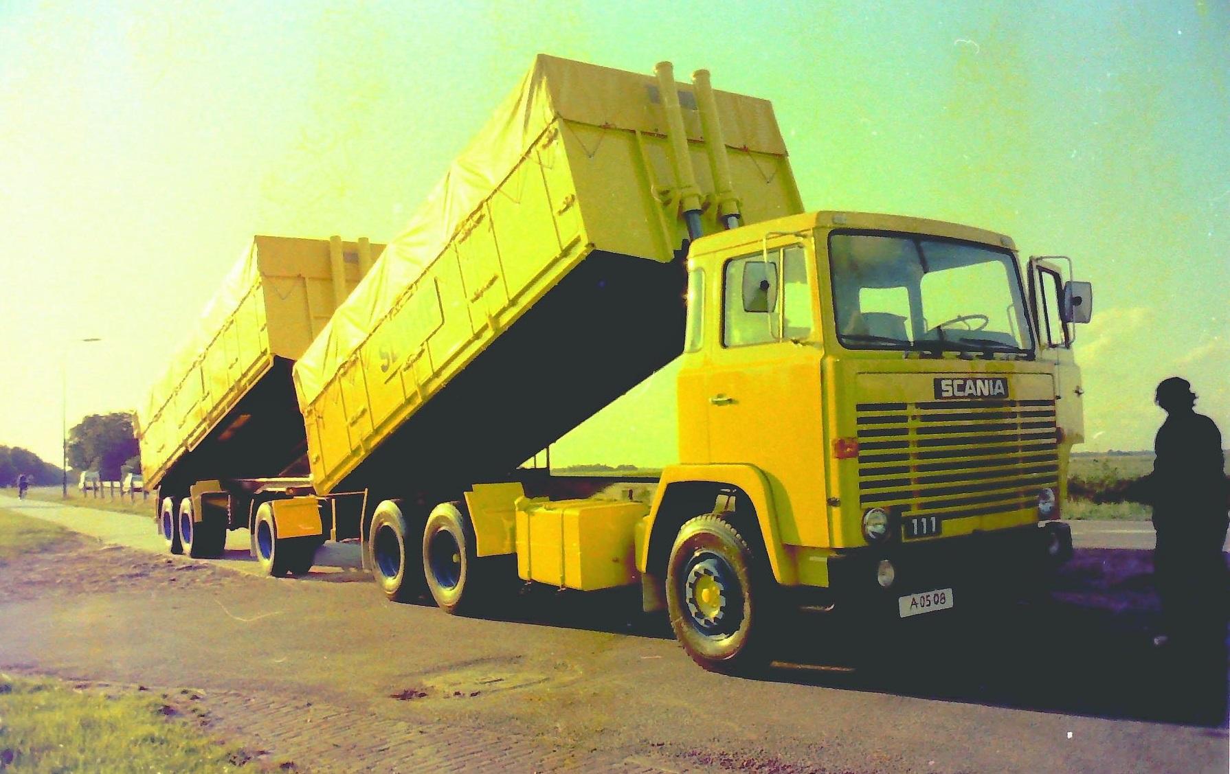 Deze-combinatie-is-gebouwd-door-Rondaan-en-die-reed-ook-voor-Slump-veevoederfabriek-in-Stroobos-2