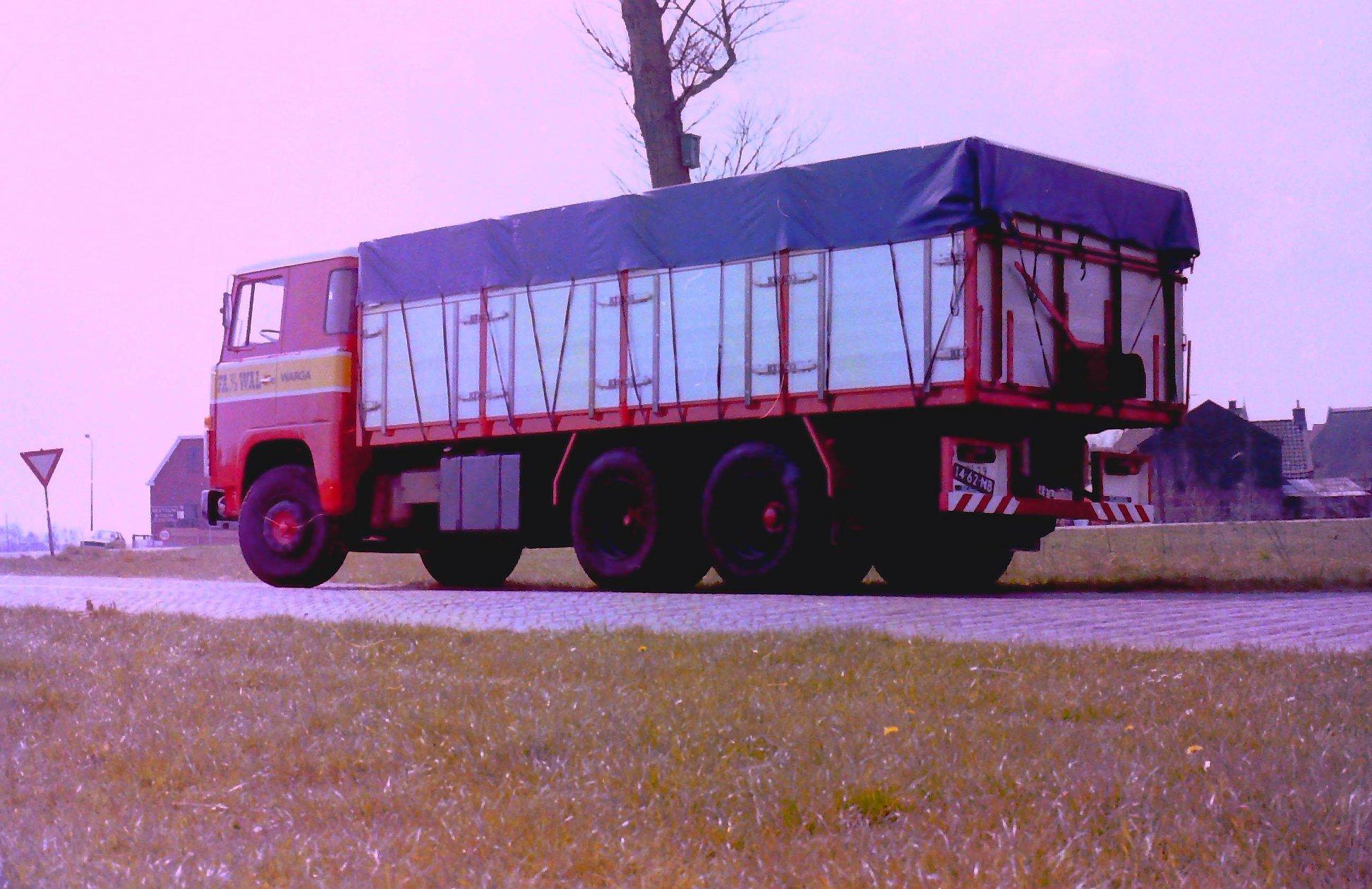 Deze-kipauto-is-gebouwd-door-Rondaan-voor-Van-Der-Wal-uit-Warga-3