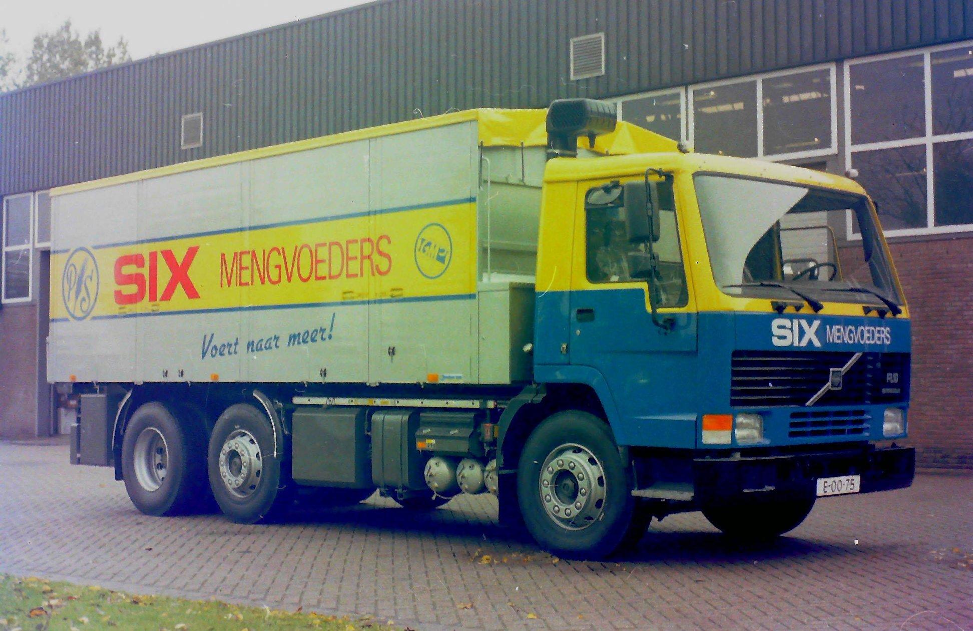 Deze-bulkauto-is-door-Rondaan-opgebouwd-voor-SIX-mengvoeders-1