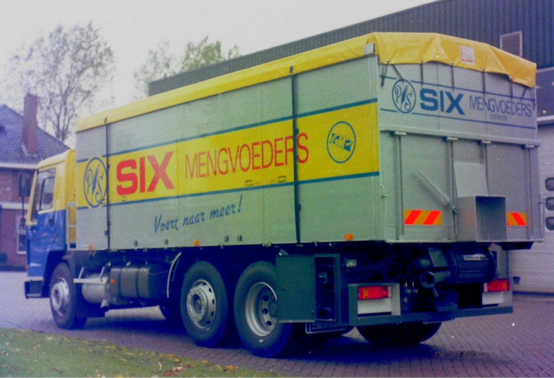 Deze-bulkauto-is-door-Rondaan-opgebouwd-voor-SIX-mengvoeders-3