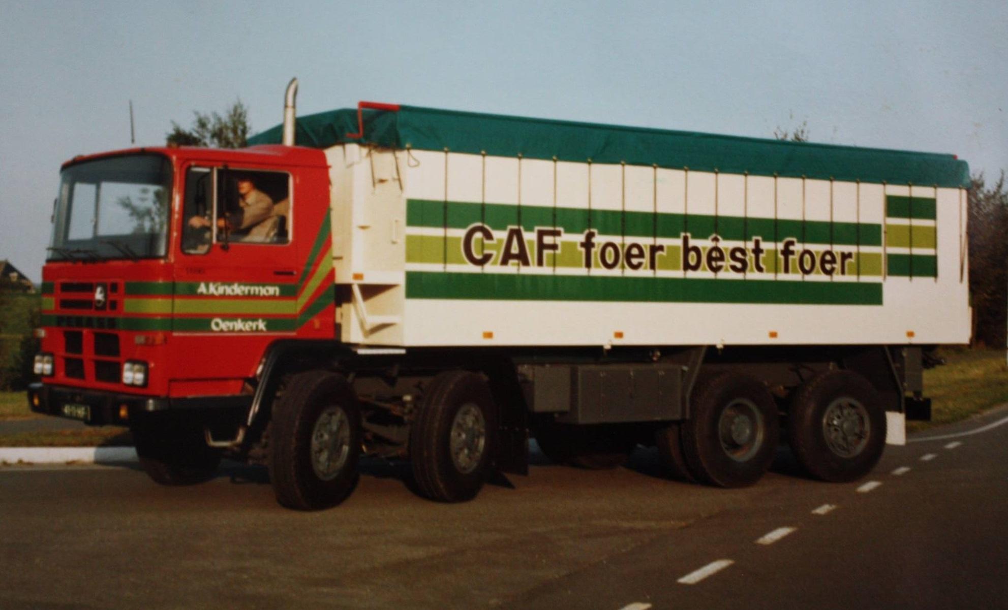 Deze-Pegaso-bulkwagen-is-door-Rondaan-opgebouwd-voor-A-Kinderman-uit-Oenkerk