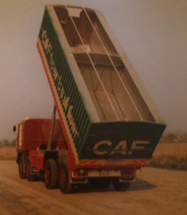 Pegaso-bulkwagen-is-gebouwd-door-Rondaan-voor-Kees-Kinderman-uit-Oenkerk-1