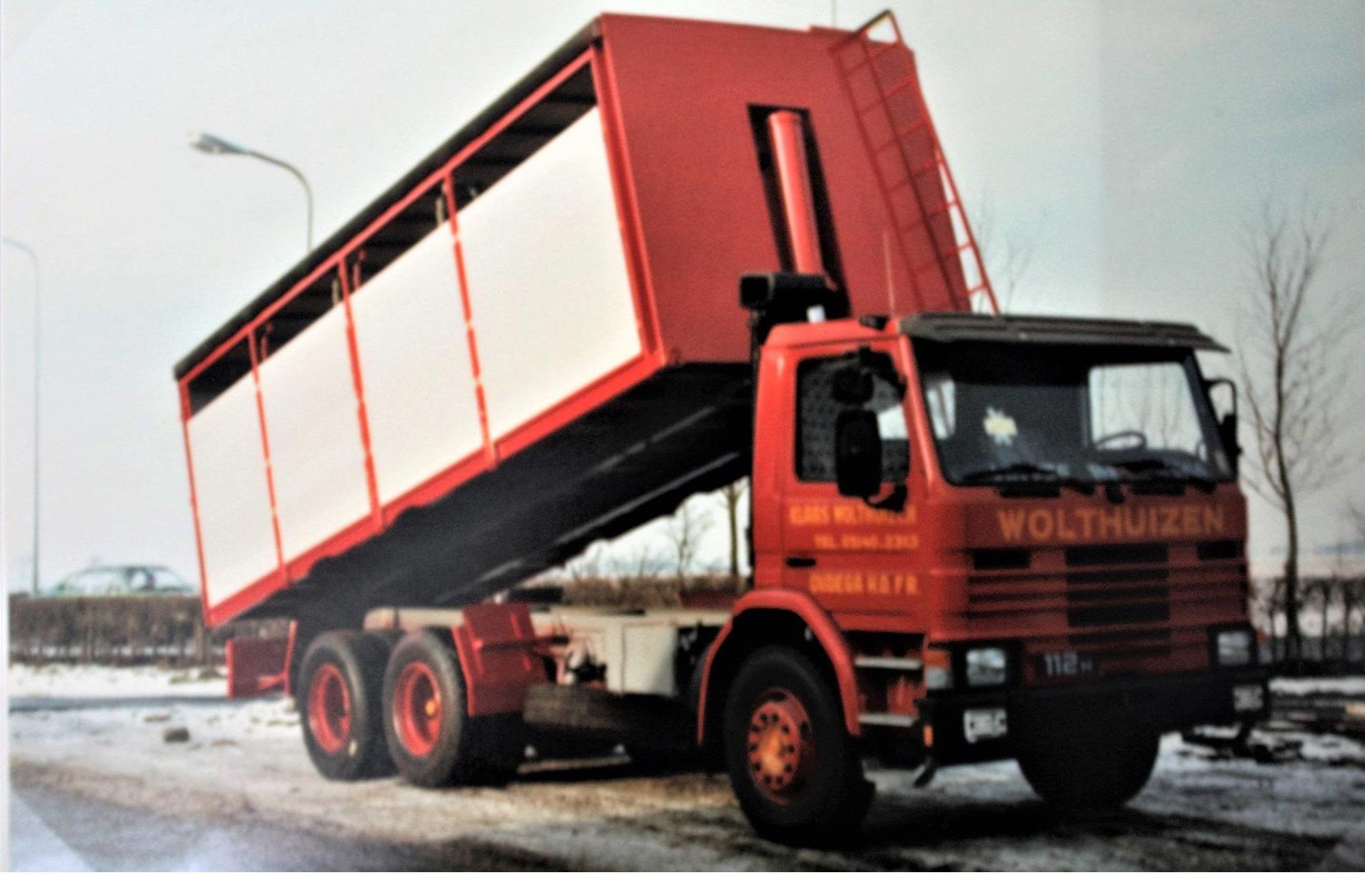 Scania-vrachtauto-is-gebouwd-door-Rondaan-voor-Kees-Wolthuizen-uit-Oudega