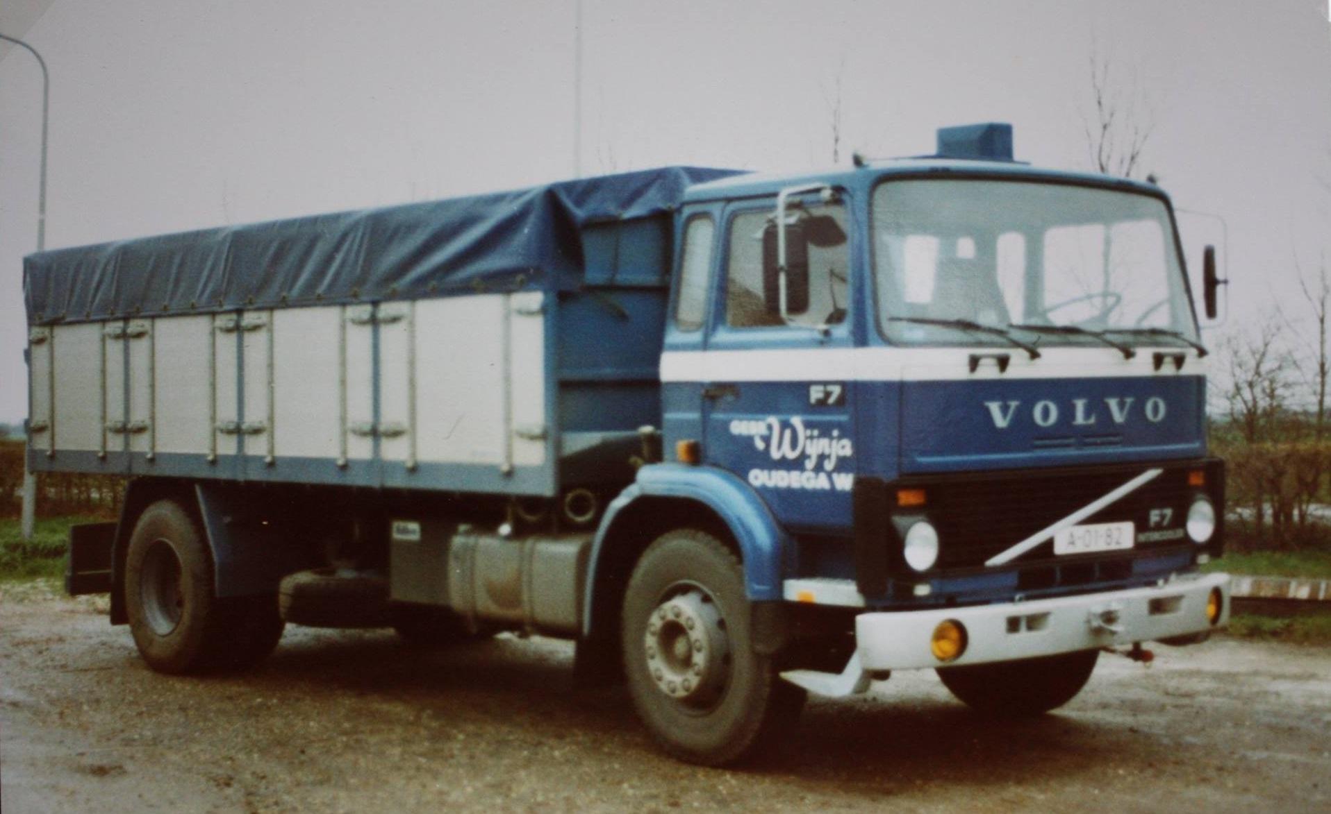 Volvo-bulkwagen-opgebouwd-door-Rondaan-voor-Wijnja-uit-Oudega-2