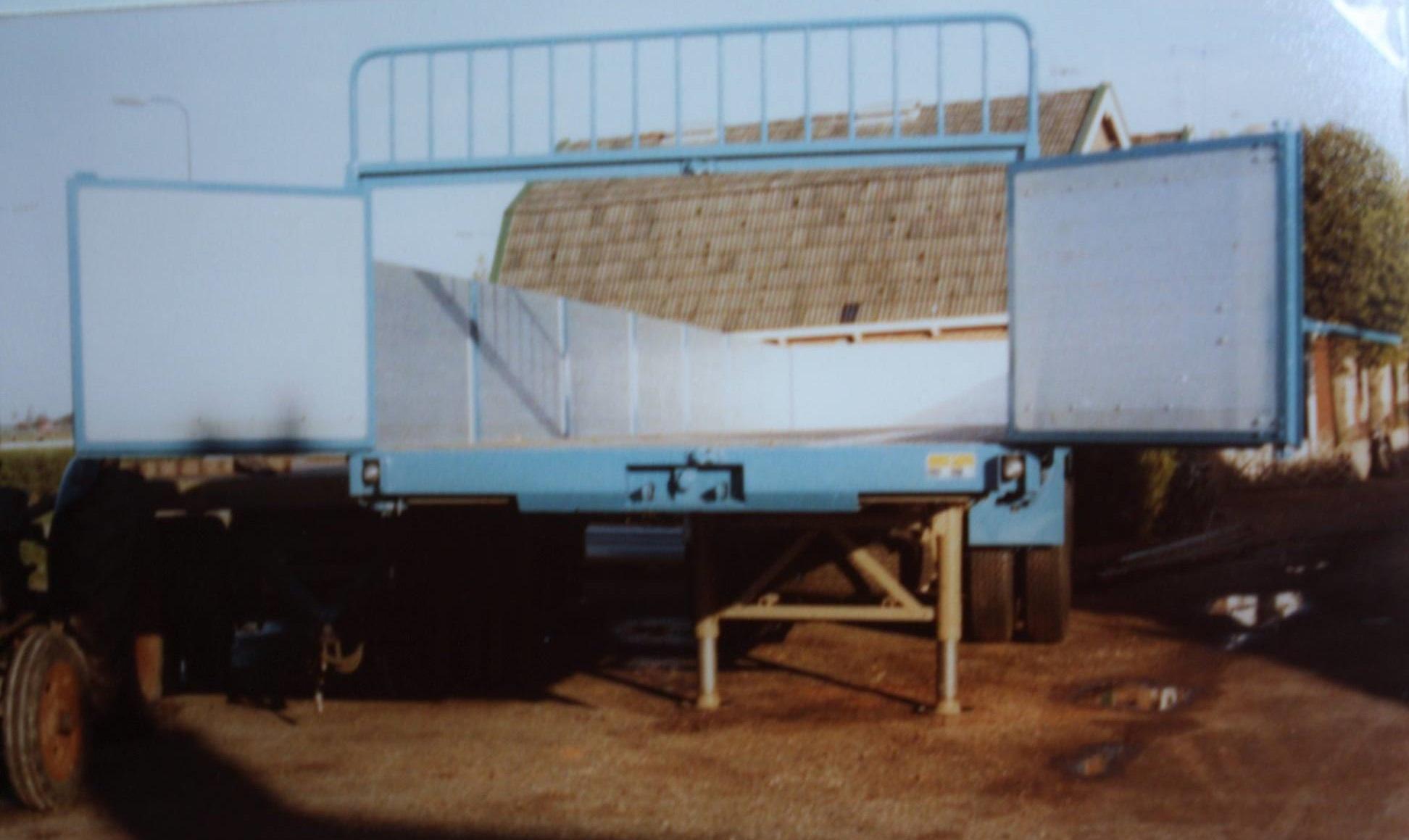 combinatie-truck-met-aanhangwagen-voor-bietenvervoer-en-deze-oplegger-is-gebouwd-door-Rondaan-voor-Transportbedrijf-Althusius-in-Tzummarum-6