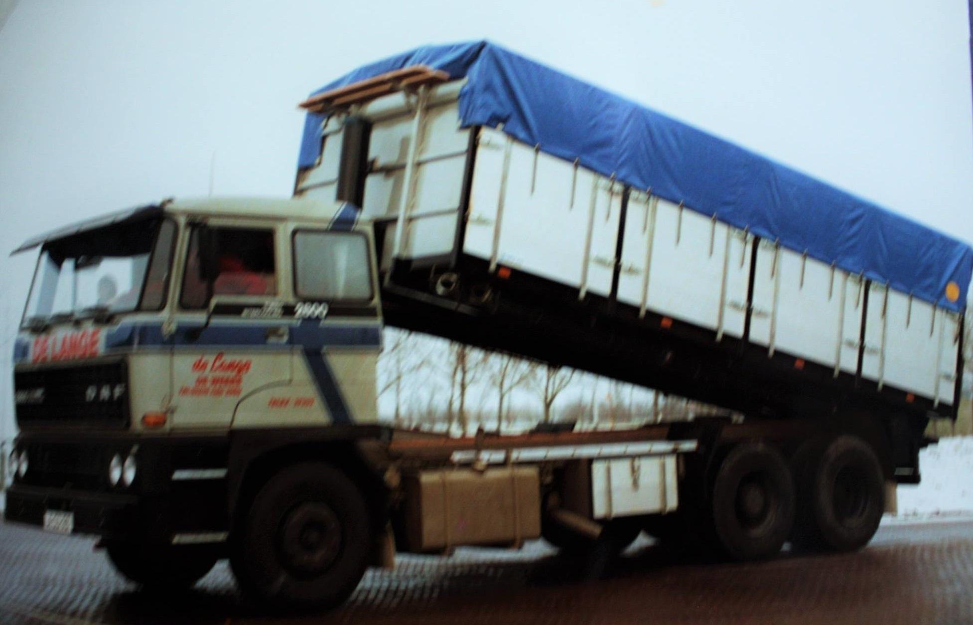 Daf-bulkauto-door-Rondaan-gebouwd-voor-De-Lange-uit-Weere-2