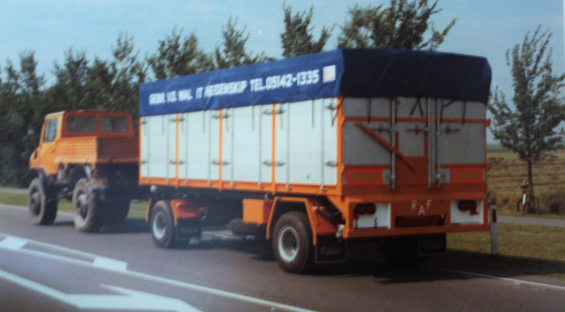 RAF-bulkaanhangwagen-is-door-Rondaan-gebouwd-voor-van-der-Wal-uit-It-Heidenskip-2