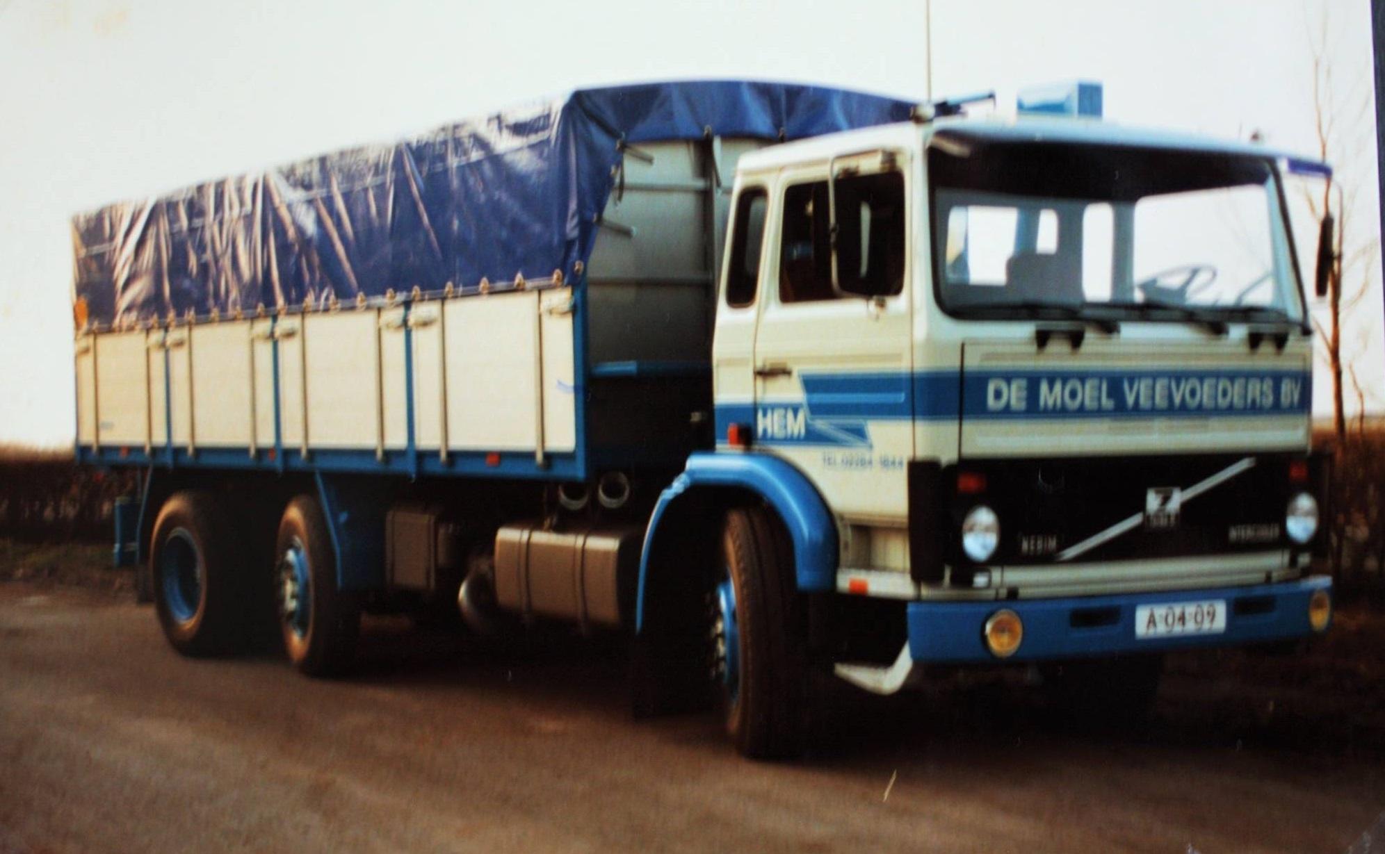 Volvo-6X2-bulkwagen-door-Rondaan-gebouwd-voor-De-Moel-veevoeders-BV-uit-Hem-2