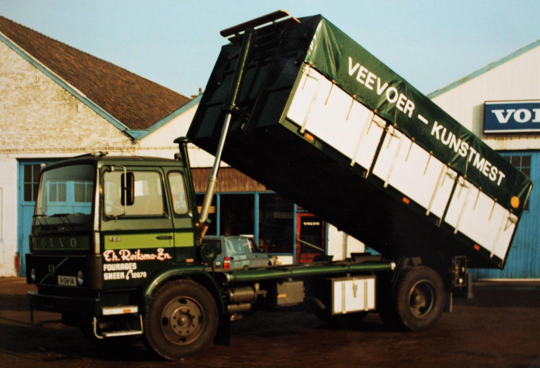 Volvo-Bulkwagen-door-Rondaan-gebouwd-voor-Th--Reitsma-enZn--Fourage-Sneek