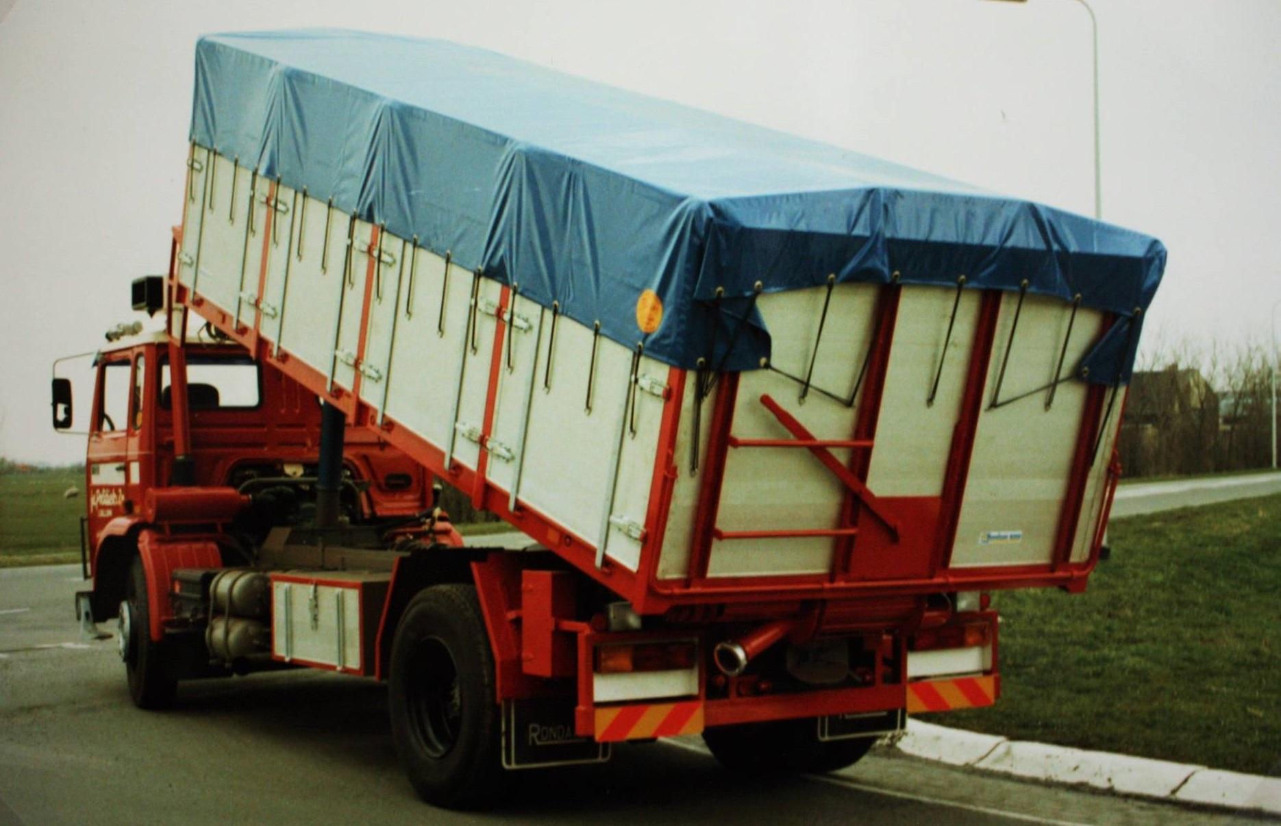 bulkauto-gebouwd-door-Rondaan-voor-Fa-Politiek-uit-Lollum-2