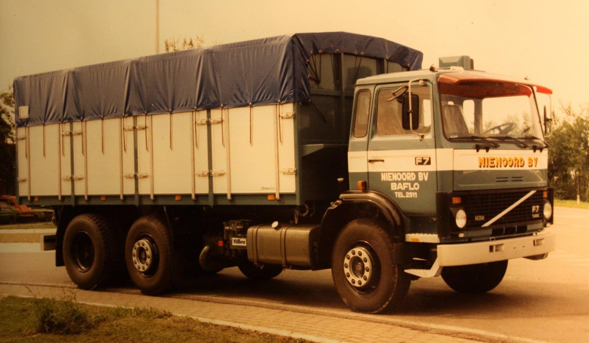 Volvo-F7--bulkauto-is-gebouwd-door-Rondaan-voor-Nienoord-BV-uit-Baflo-1