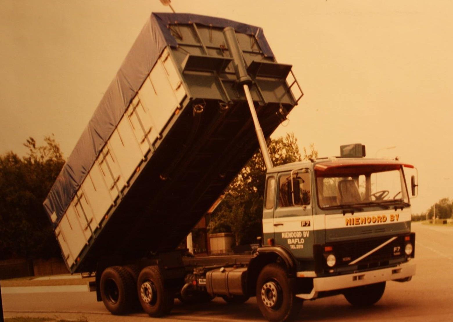 Volvo-F7--bulkauto-is-gebouwd-door-Rondaan-voor-Nienoord-BV-uit-Baflo-3