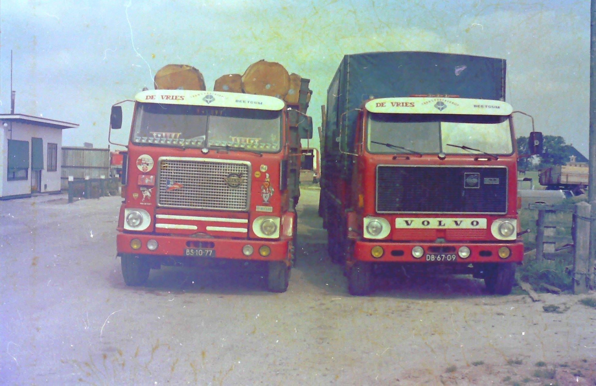 Volvo-bomen-trailer-voor-grote-bomen-uit-Frankrijk-voor-Talens-poloden-fabriek--1