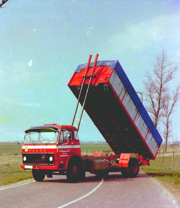 Volvo-bulkauto-is-van-S-Bruinsma-en-Zn-uit-Oosterwolde-en-is-gebouwd-door-Rondaan-toen-nog-in-Beetgum-2