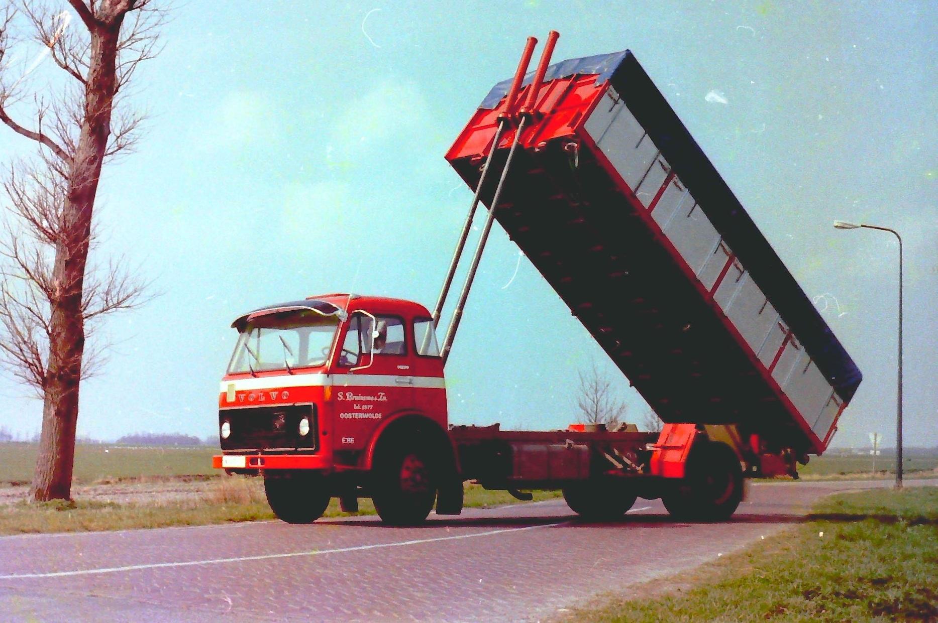 Volvo-bulkauto-is-van-S-Bruinsma-en-Zn-uit-Oosterwolde-en-is-gebouwd-door-Rondaan-toen-nog-in-Beetgum-3