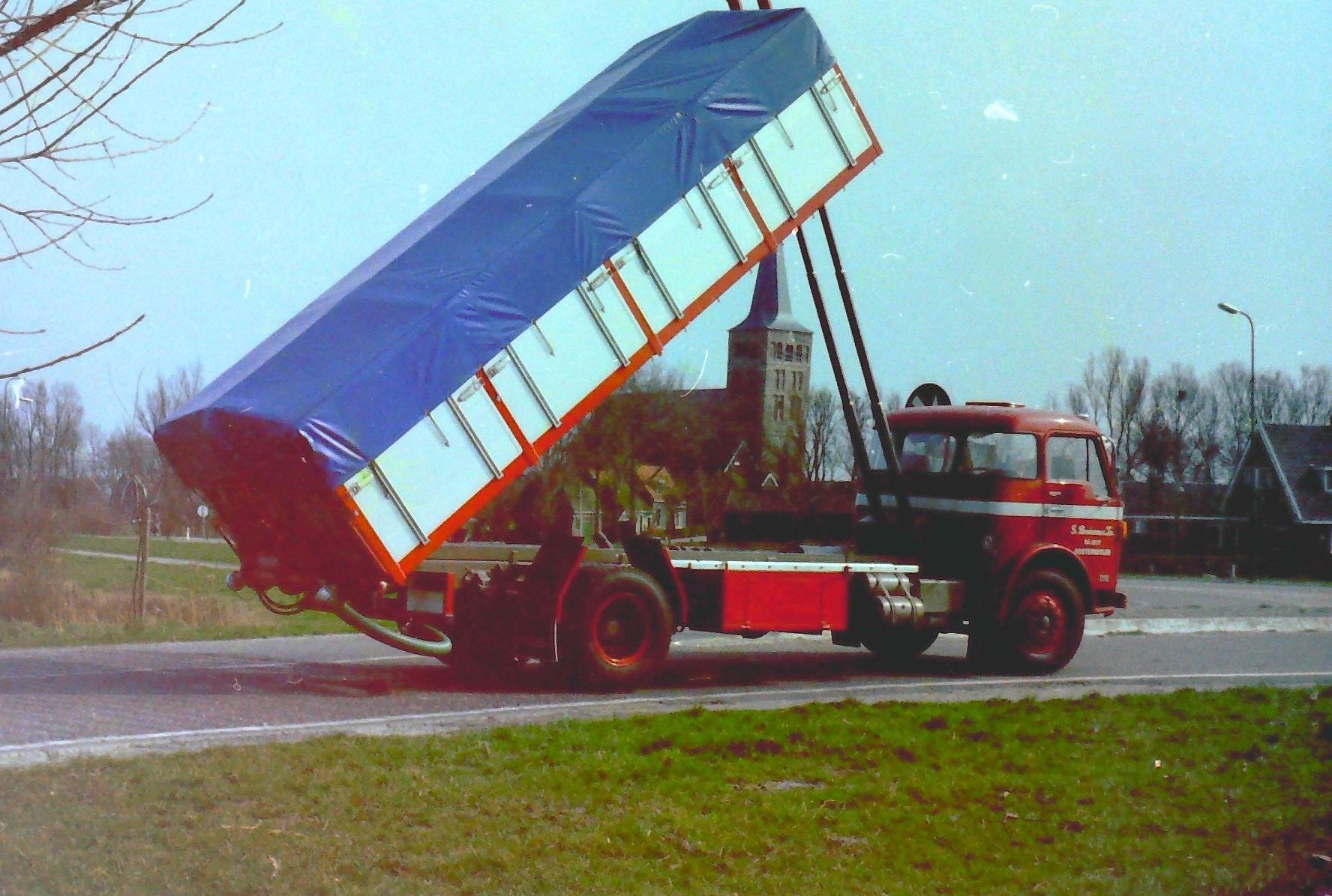 Volvo-bulkauto-is-van-S-Bruinsma-en-Zn-uit-Oosterwolde-en-is-gebouwd-door-Rondaan-toen-nog-in-Beetgum-4