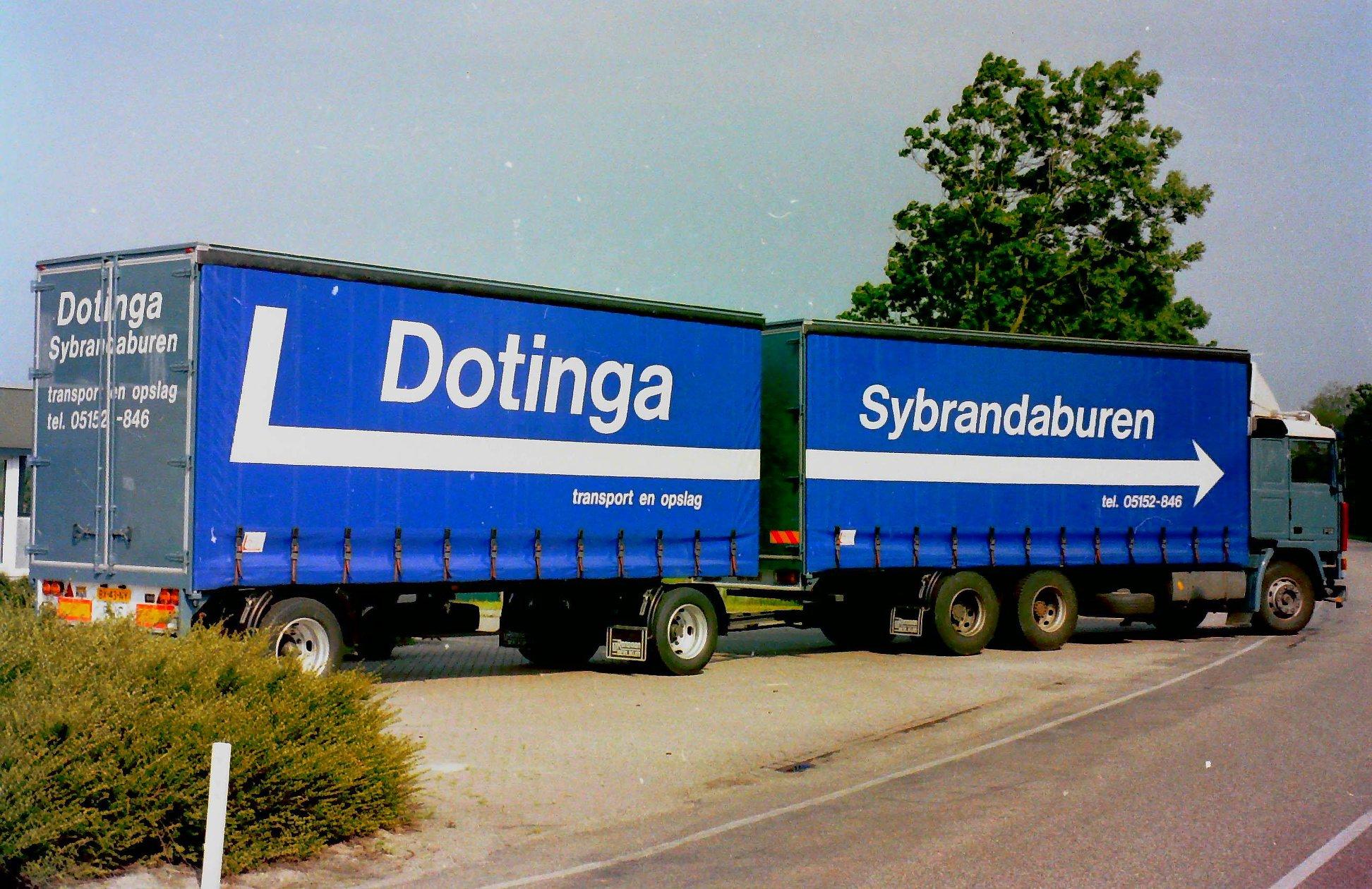 Volvo-door-Rondaan-opgebouwd-met-RAF-aanhangwagen-voor-Melle-Dotinga-uit-Sybrandeburen-2