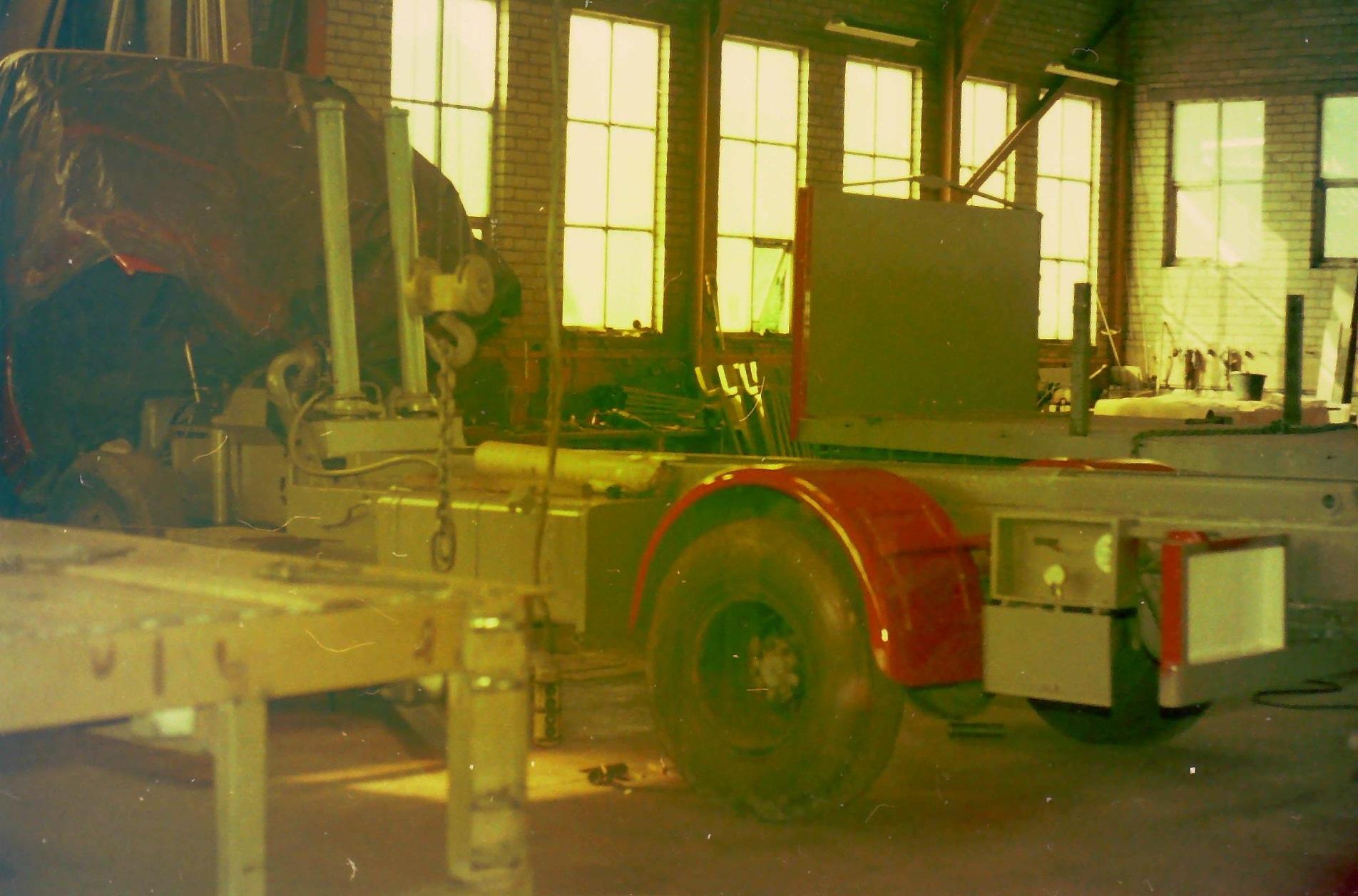 oude-foto-s-van-de-altijd-volle-loodsen-van-Rondaan-Carrosserie-en-Wagenbouw-in-Beetgum-4