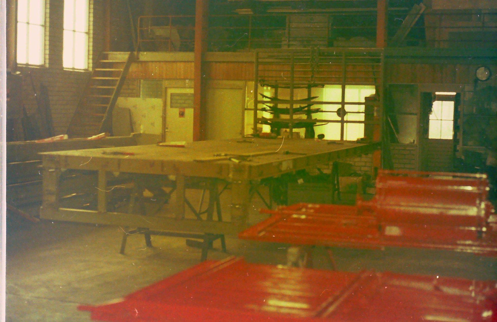 oude-foto-s-van-de-altijd-volle-loodsen-van-Rondaan-Carrosserie-en-Wagenbouw-in-Beetgum-7