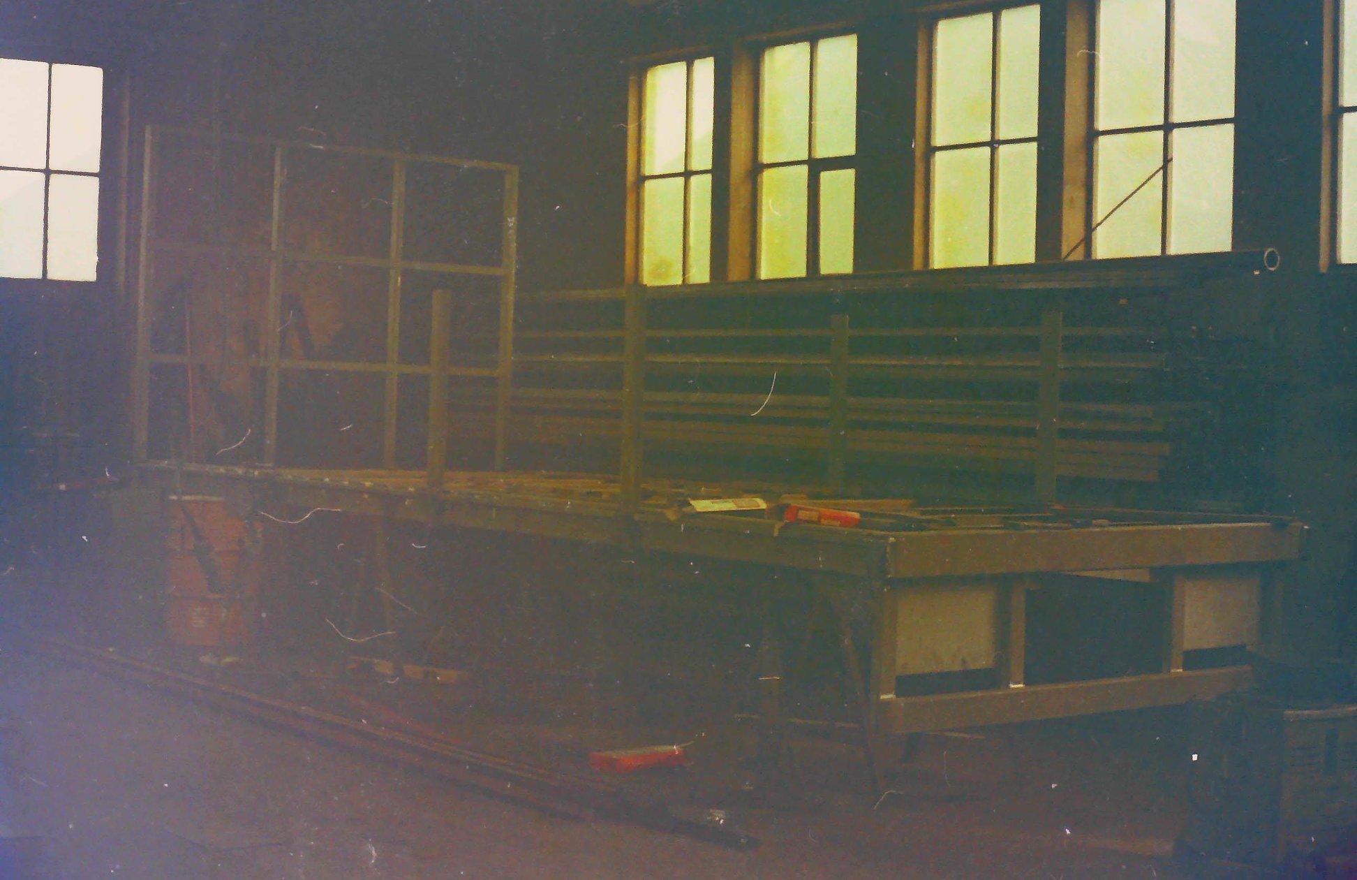 oude-foto-s-van-de-altijd-volle-loodsen-van-Rondaan-Carrosserie-en-Wagenbouw-in-Beetgum-8