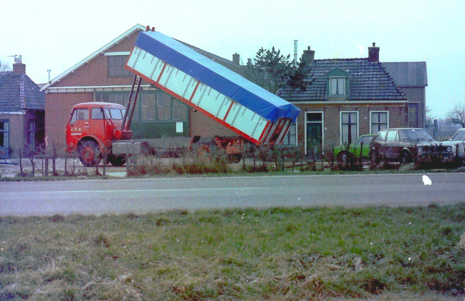 volvo-bulkauto-door-Rondaan-toen-nog-in-Beetgum-opgebouwd-voor-de-KEB-uit-Koudum-1