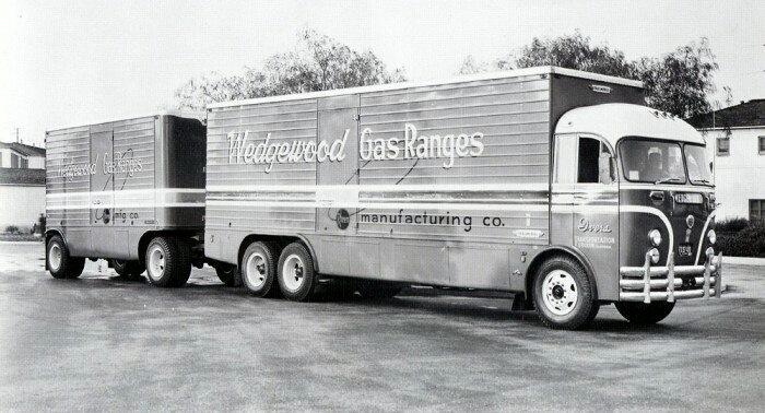 Crown-Coach-met-een-Trailmobile-opbouw-1951