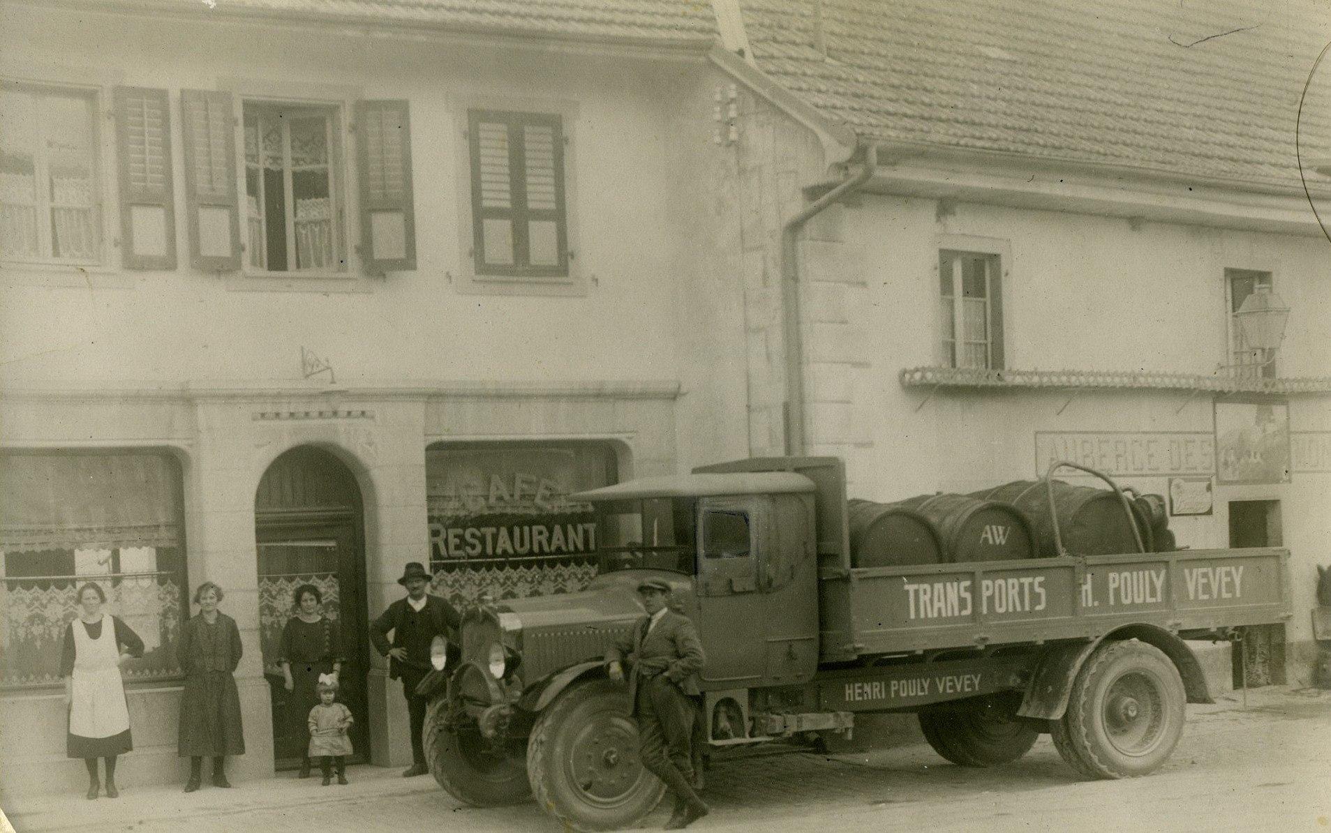 Camion-devant-l-auberge-des-Montagnards-a-Broc-Suisse-avec-de-Vin