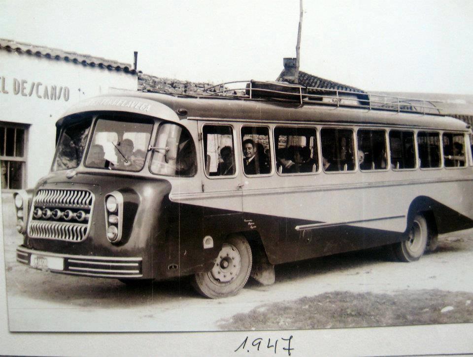 Black-White-32