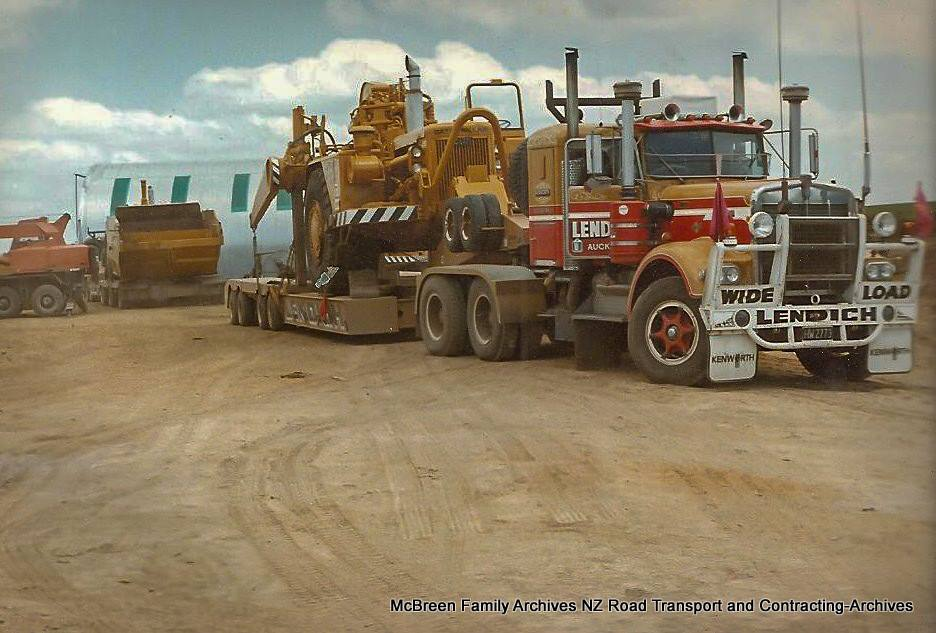 Arrival-of-FA-Willetts-Cat-637s-x-2-on-Lendich-KW-Transporter-to-Dam-site-Kerikeri-1985-4