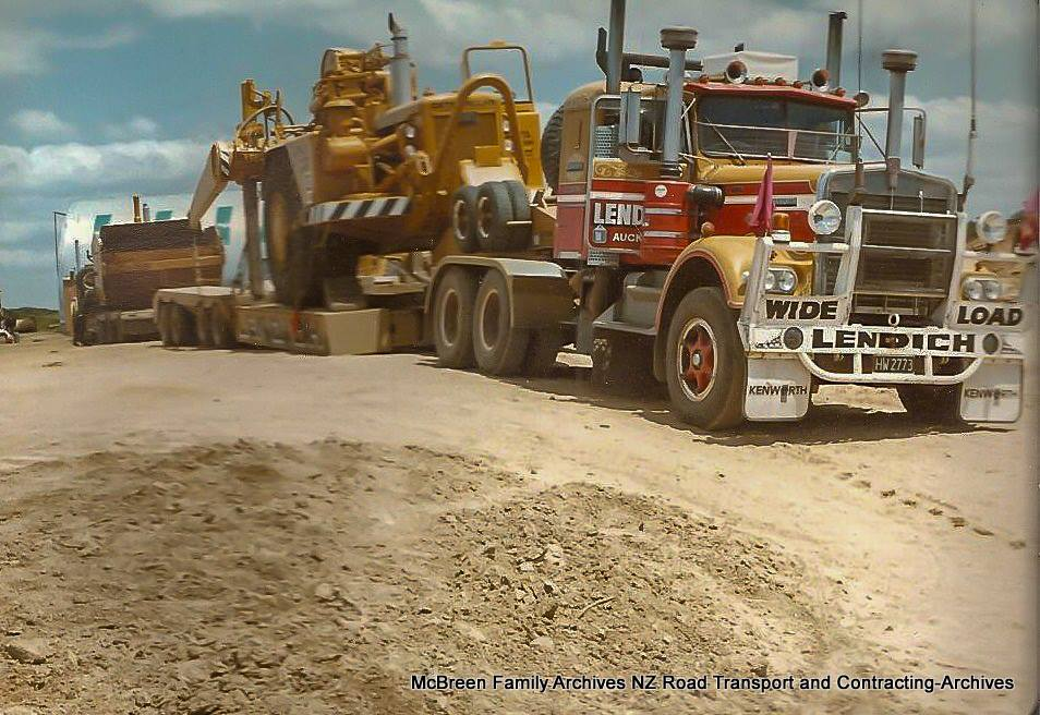 Arrival-of-FA-Willetts-Cat-637s-x-2-on-Lendich-KW-Transporter-to-Dam-site-Kerikeri-1985-5
