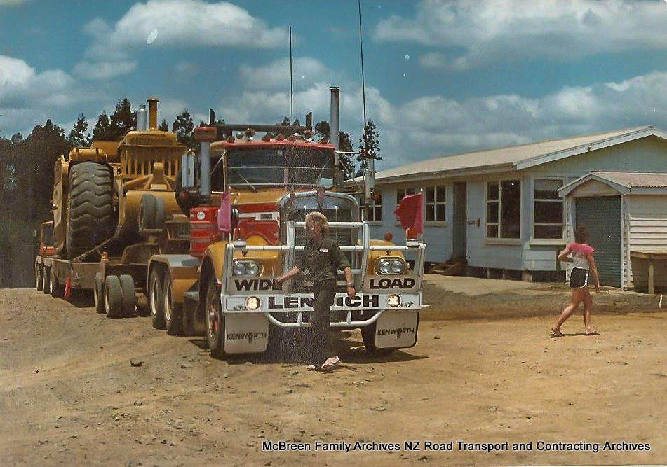 Arrival-of-FA-Willetts-Cat-637s-x-2-on-Lendich-KW-Transporter-to-Dam-site-Kerikeri-1985-7