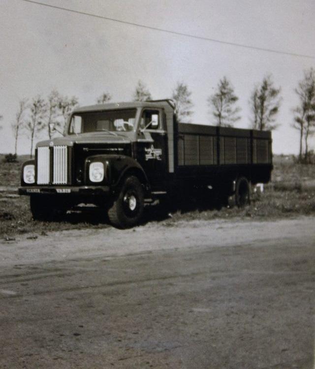 Scania-Vabis-vrachtauto-s-die-ook-door-Rondaan-in-Beetgum-zijn-opgebouwd-voor-Internationaal-Transportbedrijf-Althuisius-uit-Tzummarum-en-Franeke-2