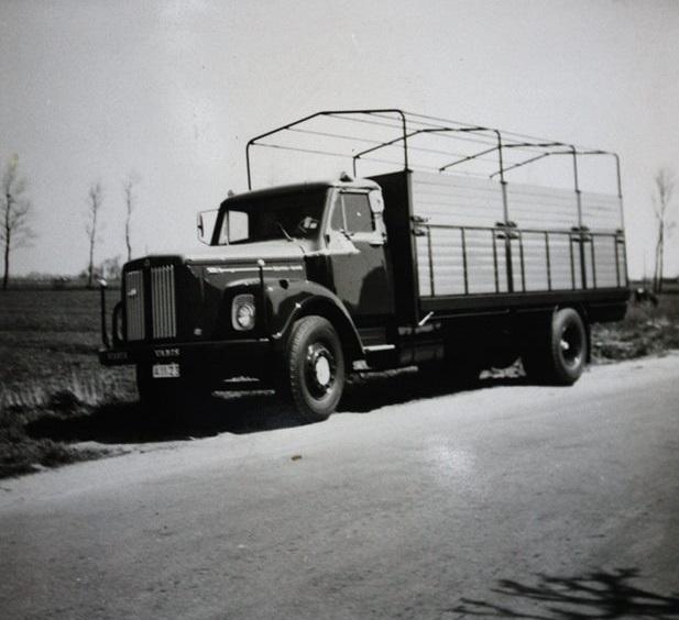 Scania-Vabis-vrachtauto-s-die-ook-door-Rondaan-in-Beetgum-zijn-opgebouwd-voor-Internationaal-Transportbedrijf-Althuisius-uit-Tzummarum-en-Franeke-3