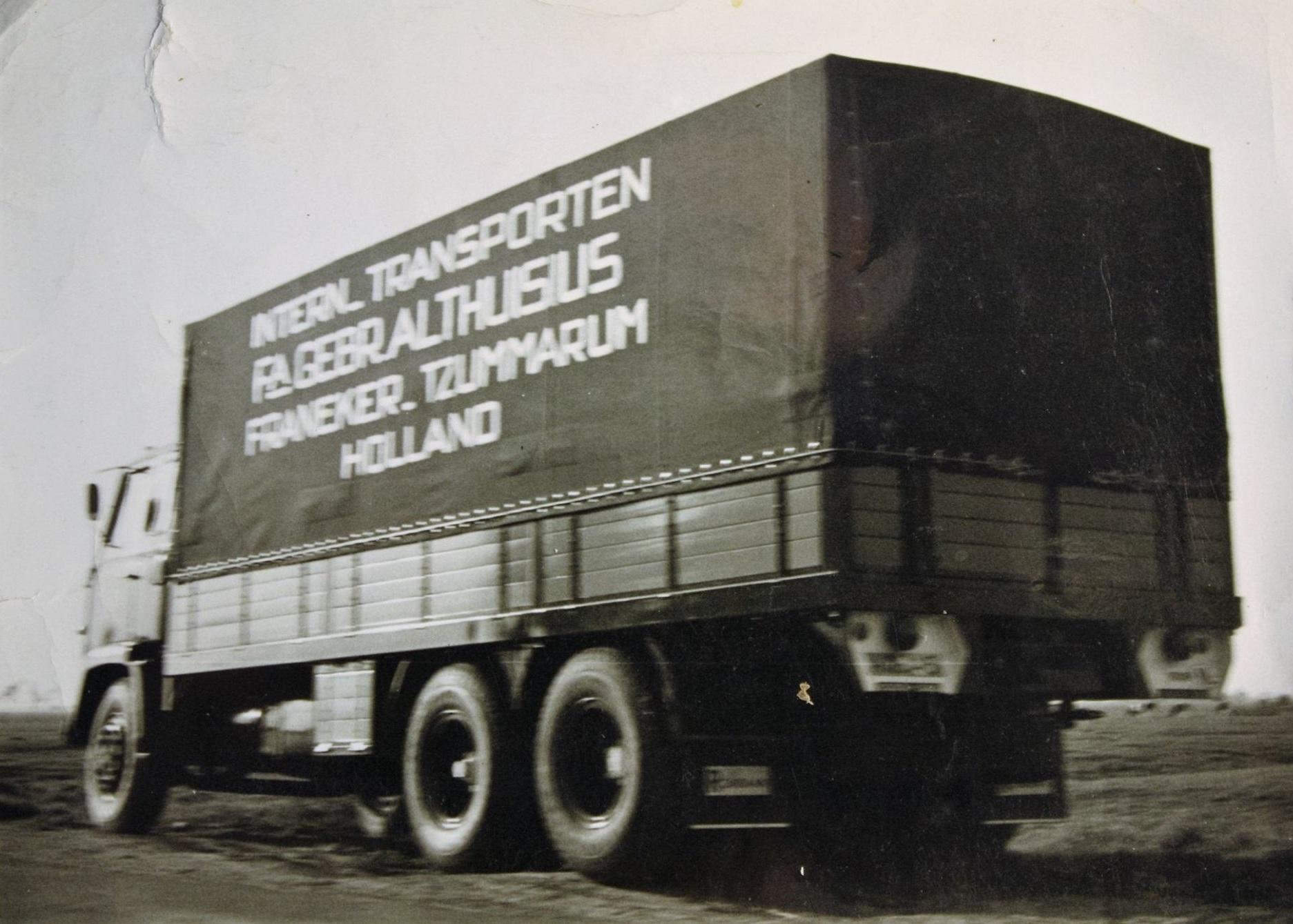 Scania-Vabis-vrachtauto-s-die-ook-door-Rondaan-in-Beetgum-zijn-opgebouwd-voor-Internationaal-Transportbedrijf-Althuisius-uit-Tzummarum-en-Franeke-4
