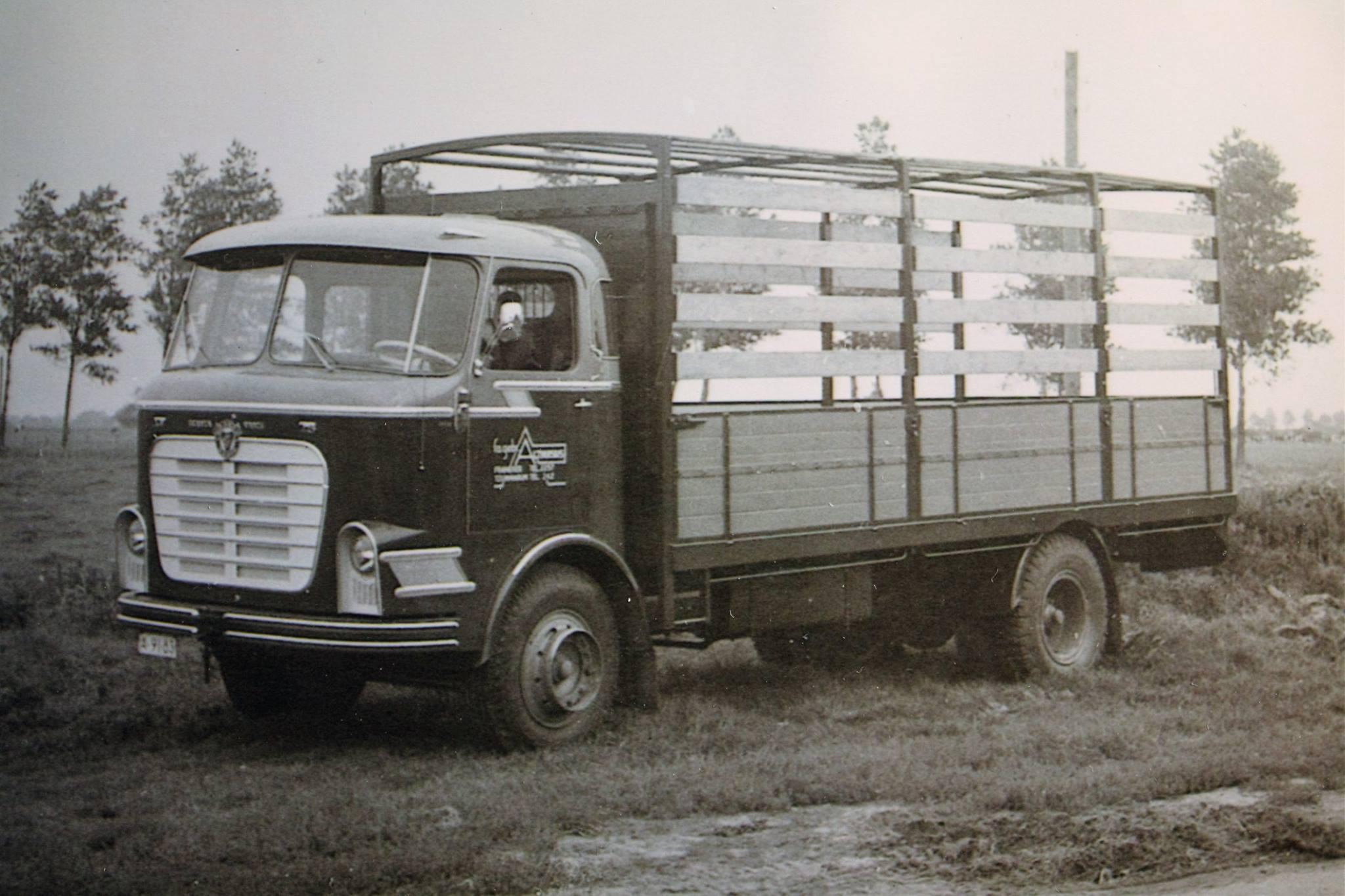 Scania-Vabis-vrachtauto-s-die-ook-door-Rondaan-in-Beetgum-zijn-opgebouwd-voor-Internationaal-Transportbedrijf-Althuisius-uit-Tzummarum-en-Franeke-5