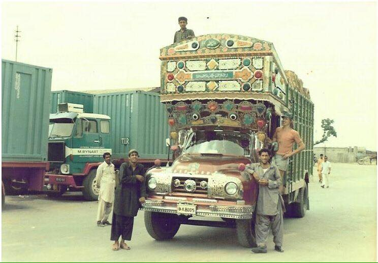 Volvo-F88-en-Bedford--Pakistan